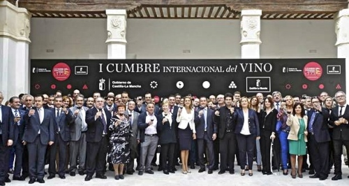 2013100313-Presidenta-Cospedal-presenta-la-I-Cumbre-Internacional-del-Vino--620x330