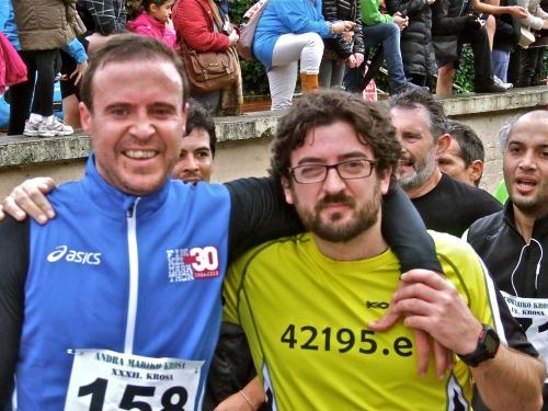 Koldo y Natxo felices de su llegada a meta. Se lo han currado bien, a pesar de que aún les duran las agujetas de su reciente Maratón de Florencia.
