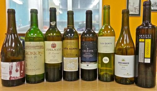 Los vinos de la Cata: Blancos de Tarragona, Ourense y Sicilia. Tintos de Tempranillo, Garnacha y St. Laurent.  Espumoso: Moscato d'Asti