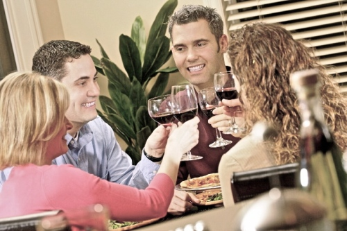 vinos_comida_cena_amigos